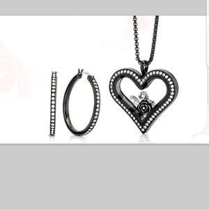 Jewelry - Origami owl  Black  heart  locket